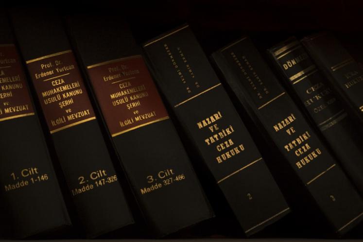 最高院:账户被过错冻结,被申请人等额借款的合法利息支出可获赔!